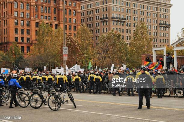 Police keep a gathering of selfdescribed conservatives and a group of counterprotesters separated on Independence Mall on November 17 2018 in...