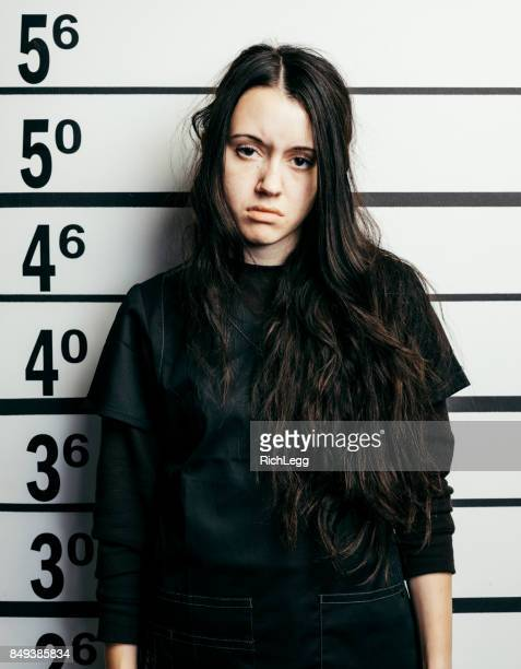 police line-up mugshot - mugshot photos et images de collection
