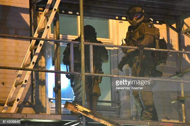 Police Members of a German SWAT from Bavaria hold a machine guns during a search of an apartment complex used by protesters from the leftwing...