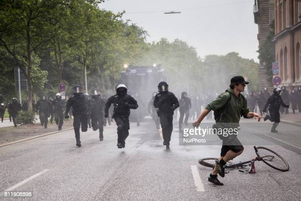 Police move in on protesters during G 20 summit in Hamburg on July 7 2017