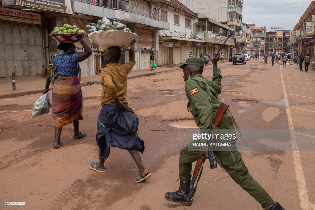 TOPSHOT-UGANDA-HEALTH-VIRUS : News Photo
