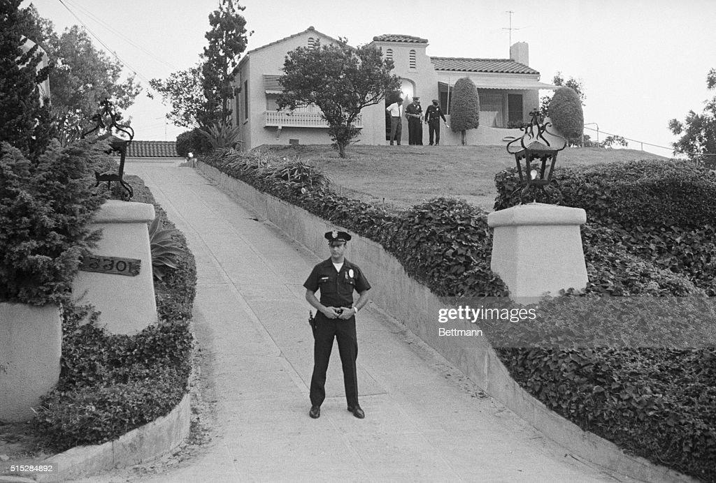 Police Guarding Murder Scene : News Photo