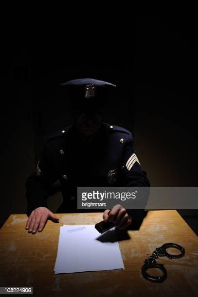 警察官にダーク - 警察署 ストックフォトと画像
