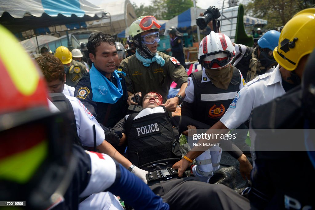 Policeman Shot Dead As Thai Police Attempt To Reclaim Protest Site : News Photo