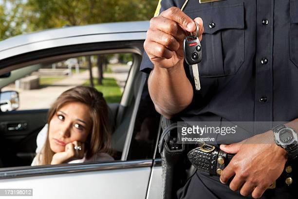 Officier de Police de prendre les clés auprès du chauffeur