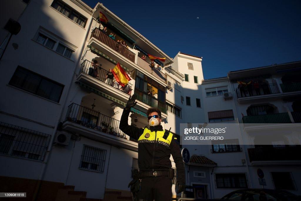 TOPSHOT-SPAIN-HEALTH-VIRUS : News Photo