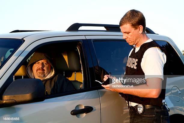 Polizist Mann ticket Schreiben