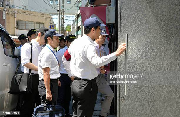 Police officers are seen on arrival at the Dojinkai affiliated Yakuza headquarters for a raid on June 4 2015 in Kurume Fukuoka Japan Police have...