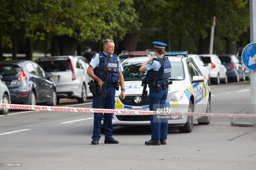 At least 9 killed in New Zealand mosque shootings : Foto jornalística