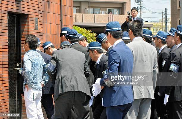 Police officers enter the home of Shinobu Tsukasa, whose real name is Kenichi Shinoda, head of the Japan's biggest Yakuza syndicate 'Yamaguchi-Gumi'...