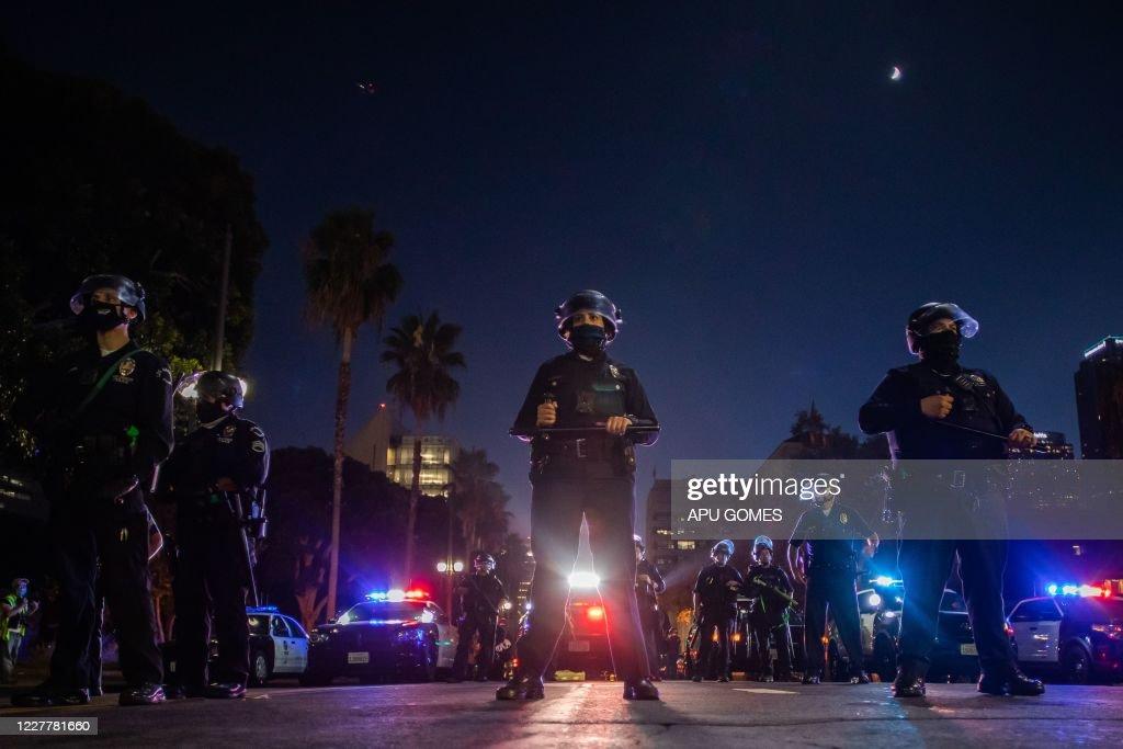TOPSHOT-US-POLITICS-PROTEST-UNREST : News Photo