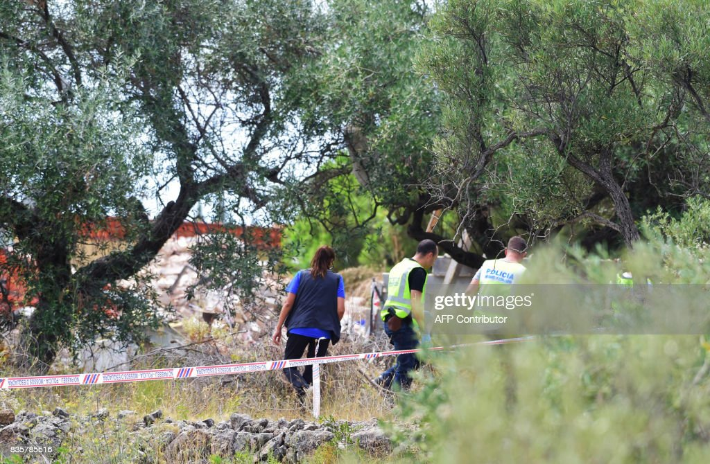 Police officers investigate the rubble of a house, where suspects of this week's twin assaults in Spain were believed to be building bombs, in Alcanar on August 20, 2017. Police said today they have found more than 120 gas canisters in a house in Alcanar, where suspects of this week's twin assaults in Spain were believed to be building bombs for 'one or more' attacks in Barcelona. On the eve of the attack in Barcelona, an explosion had occurred at the house about 200 kilometres south of the city, and police believe it was detonated in error by the suspected jihadists. JORDAN