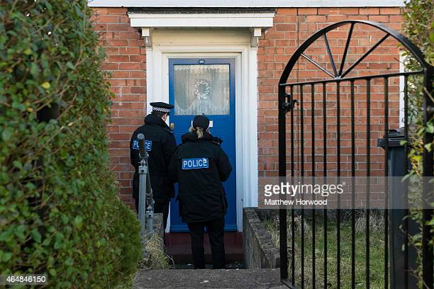 900 Police Knocking Photos And Premium High Res Pictures Getty Images