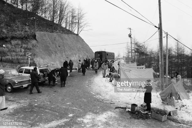 Police officers make tents near the Asama Sanso lodge as the United Red Army members take a hostage on February 23 1972 in Karuizawa Nagano Japan