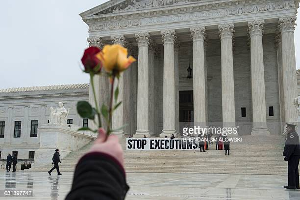 Police officers remove activists during an anti death penalty protest January 17 2017 in Washington DC / AFP / Brendan Smialowski