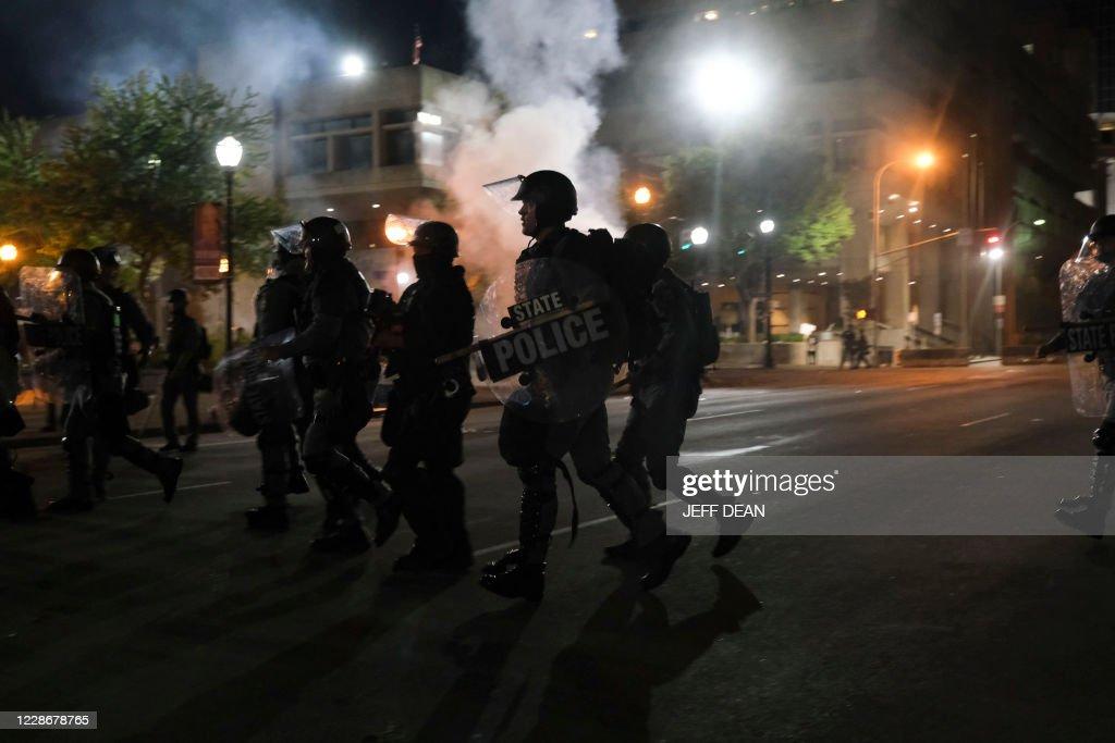 TOPSHOT-US-POLICE-SHOOTING-RACISM-BREONNA : News Photo