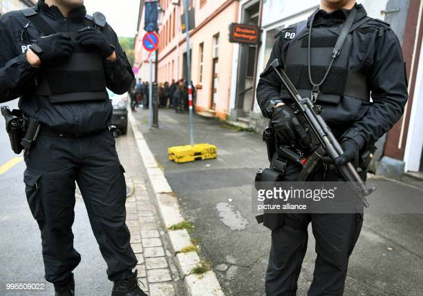 Police officers secure the High Regional Court in the town centre of Celle Germany 26 September 2017 At the High Regional Court the trial against the...