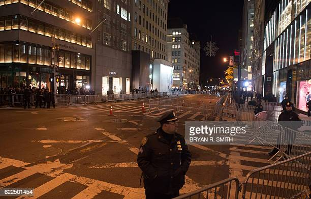 Police officers stand at barricades blocking Fifth Avenue near Trump Tower in New York on November 11 2016 / AFP / Bryan R Smith