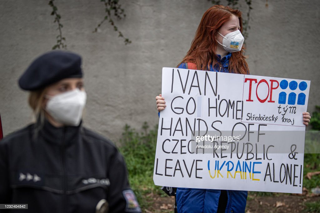 Czechs protest in front of the Russian Embassy in Prague : News Photo