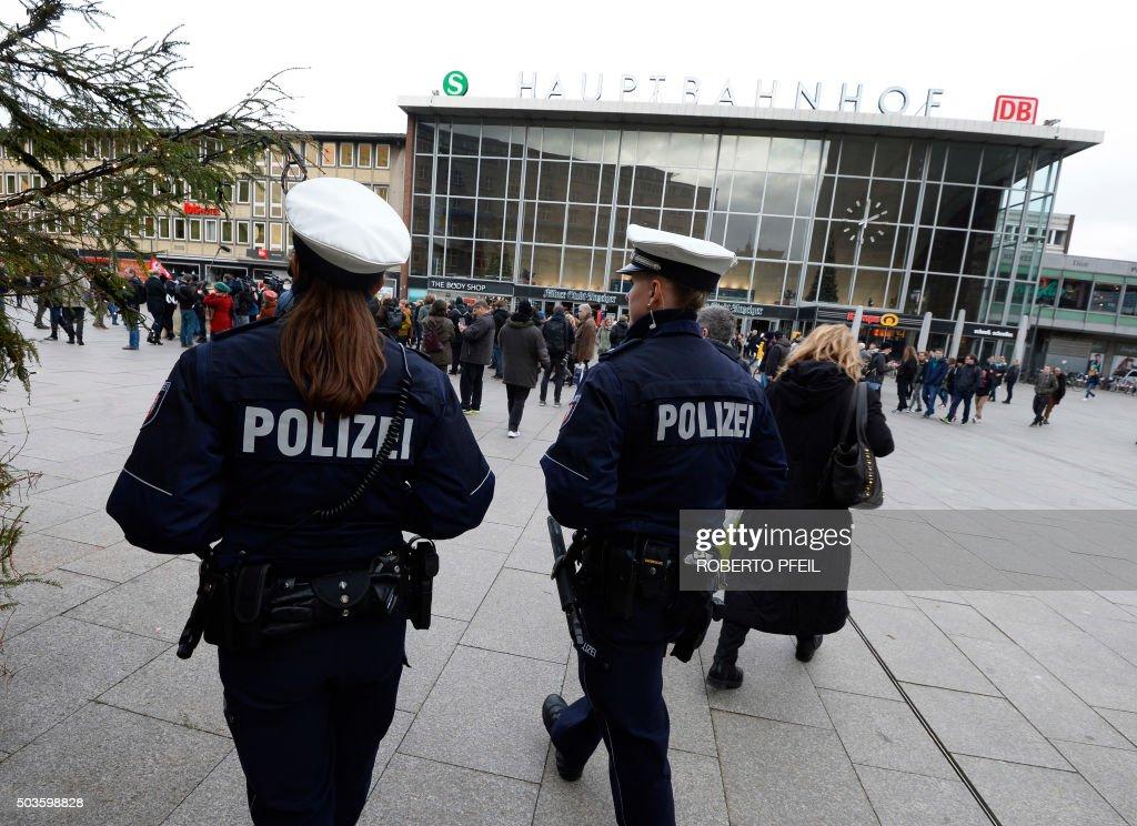 060116RP7-060116RP5-060116RP3-GERMANY-CRIME-POLITICS-SECURITY : News Photo