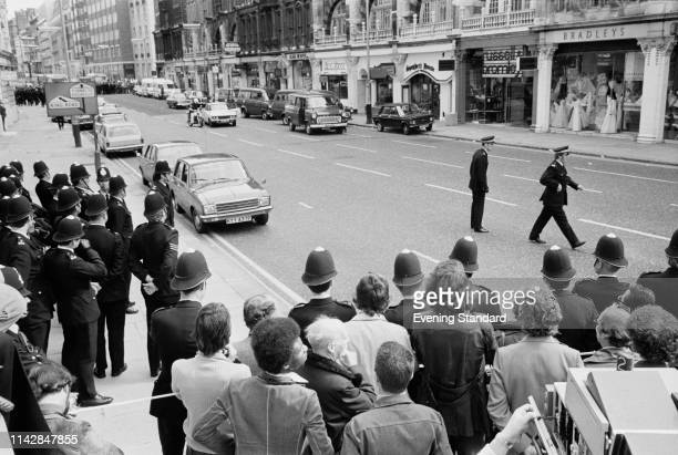 Police outside Spaghetti House restaurant during the siege Knightsbridge London UK 29th September 1975