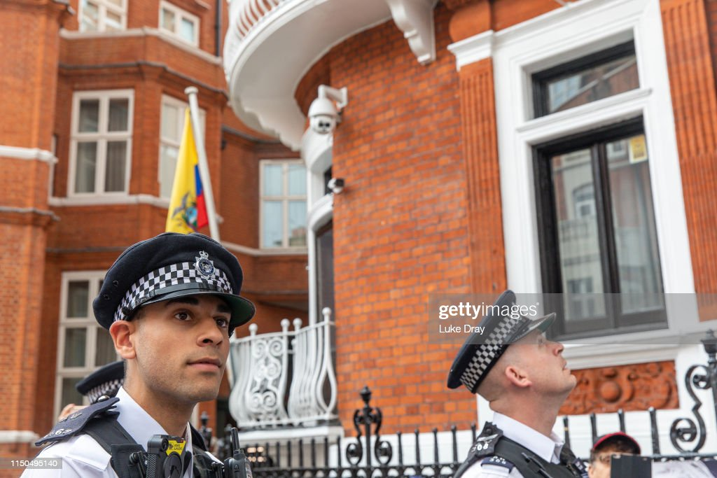 GBR: Julian Assange's Belongings Are Removed From The Ecuadorian Embassy