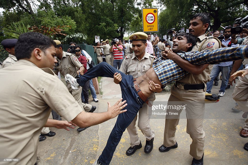 Aap protest against the sushma swaraj and other bjp leaders at police personnel detain aam aadmi party workers aap during their protest to demand the sciox Images