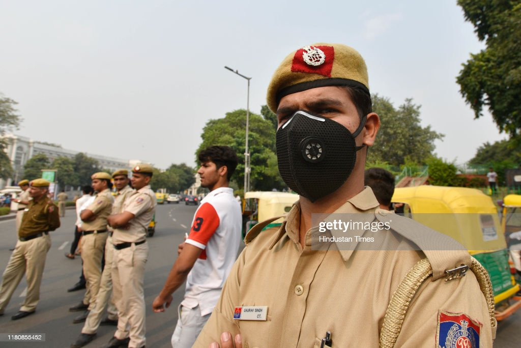 Smog Engulf Delhi-NCR, Air Quality Dips To Poor Category : News Photo