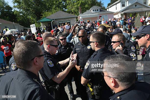 Police plan crowd control in front of the childhood home of Muhammed Ali before his funeral procession passsed by on June 10 2016 in Louisville...