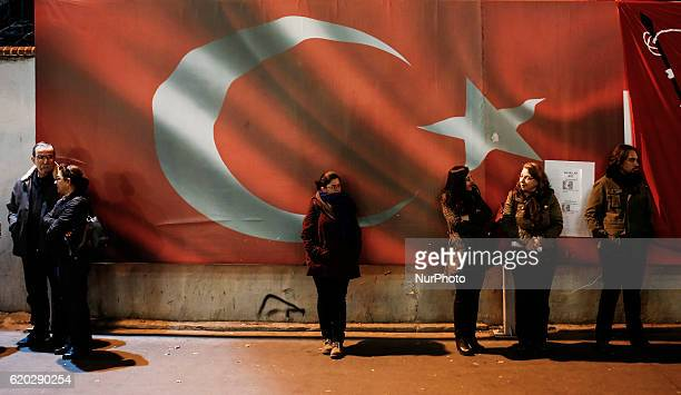 Police raids on the republican newspaper continue to protest in Istanbul Turkey on 1st November 2016 Citizens keep watch over sabbaticals in front of...