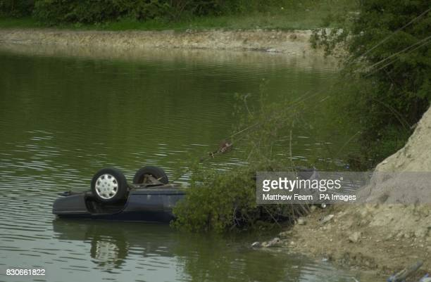 Police retrieve a blue Vauxhall Astra estate car out of the Blue Lagoon Arlesley Bedfordshire Three children were fighting for life after being...