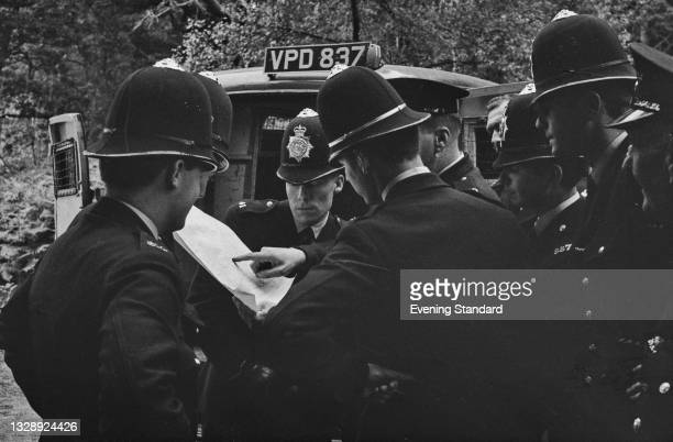 Police searching for Great Train Robber Ronnie Biggs after he escaped from Wandsworth Prison in London, UK, 9th July 1965. Biggs fled to Australia...