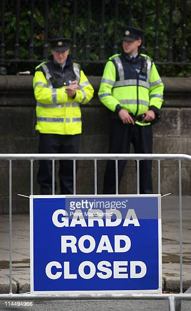Police stand on duty near The Bank of Ireland where President Barack Obama will speak on May 22 2011 in Dublin Ireland US President Barack Obama is...