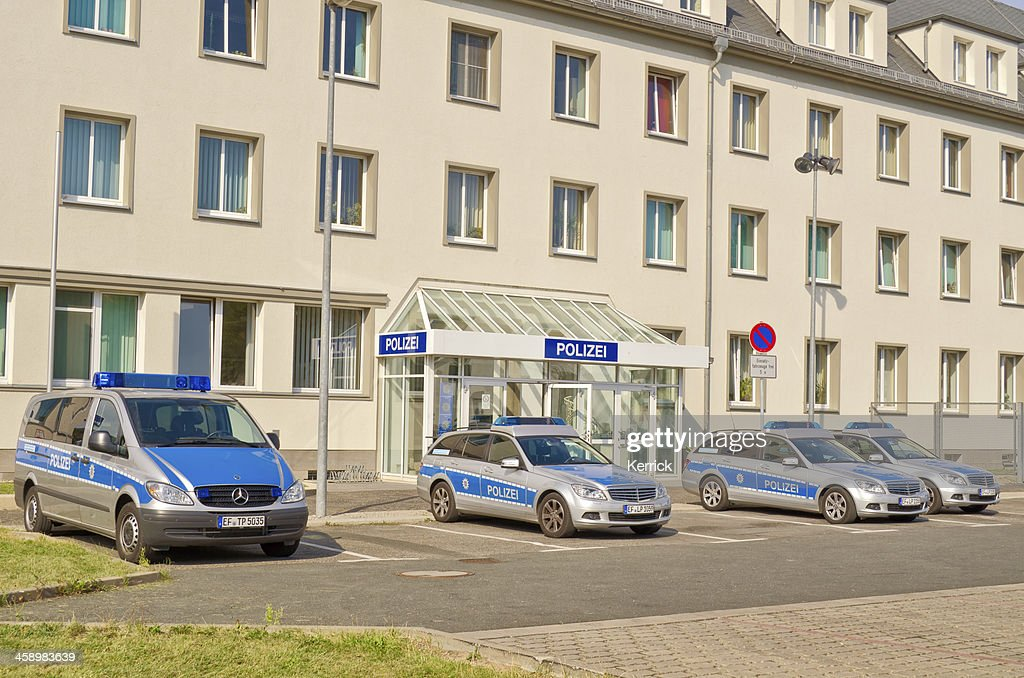 Polizeirevier und Autos : Stock-Foto
