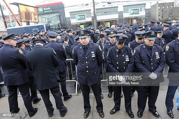 Police turn their backs to Mayor Bill de Blasio as he speaks at funeral of NYPD cop Wenjian Liu at Aievoli Funeral Home in Bensonhurst Liu was slain...