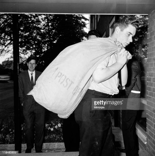 Police unload mailbags from farmhouse at Aylesbury Police Headquarters in Buckinghamshire Wednesday 14th August 1963 The 1963 Great Train Robbery was...