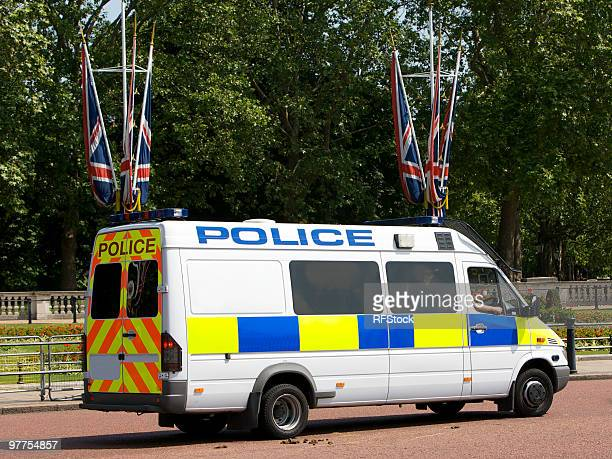 police van outside buckingham palace - police car stock photos and pictures