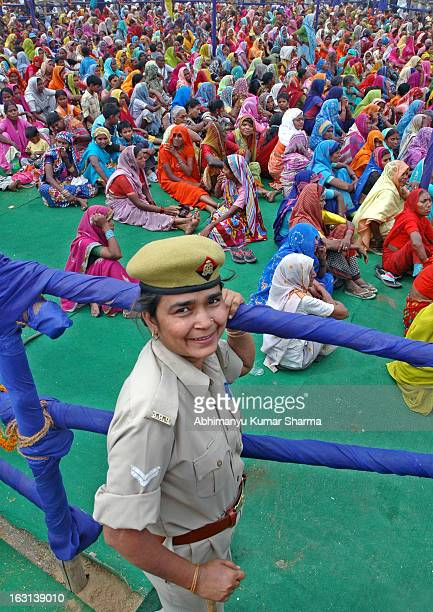 CONTENT] A police woman during an election rally at a Collage ground in Allahabad on Monday 20th April 09 photo by Abhimanyu kumar Sharma