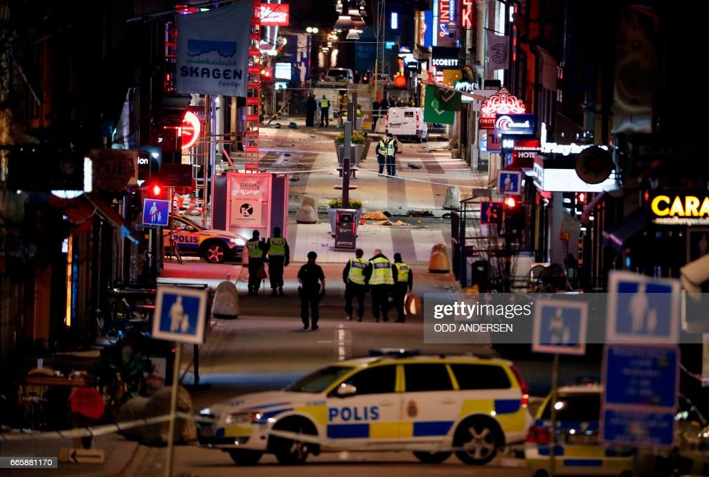 TOPSHOT - Police work at the scene in to the night after a truck slammed into a crowd of people outside a busy department store in central Stockholm, causing 'deaths' in what the prime minister described as a 'terror attack' on April 7, 2017. / AFP PHOTO / Odd ANDERSEN