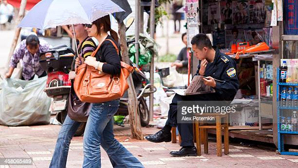 policeman read the newspaper - editorial stock pictures, royalty-free photos & images