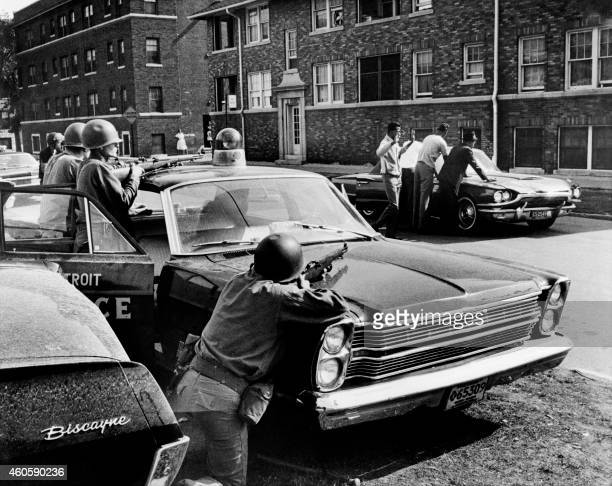 Policemen arrest suspects in a Detroit street on July 25 1967 during riots that erupted in Detroit following a police operation / AFP PHOTO / AFP...