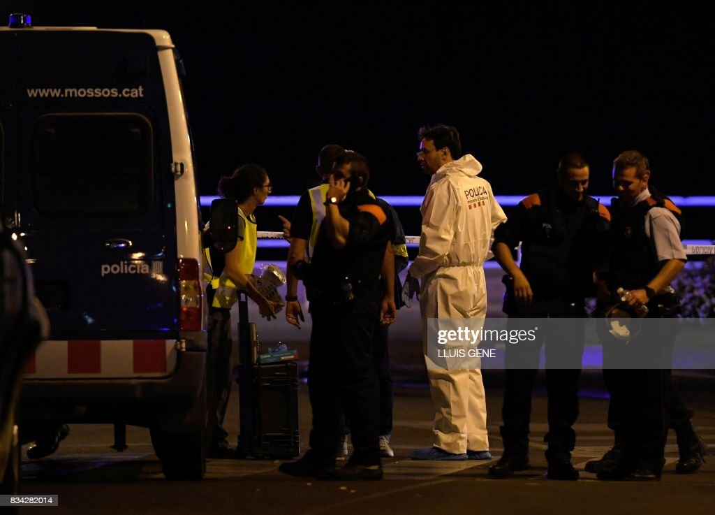 TOPSHOT - Policemen check the area after police killed five attackers in Cambrils near Tarragona on August 18, 2017. Drivers have ploughed into pedestrians in two quick-succession, separate attacks in Barcelona and another popular Spanish seaside city, leaving 13 people dead and injuring more than 100 others. The incident in Cambrils injured six civilians -- one of them critical -- and a police officer, authorities said. /
