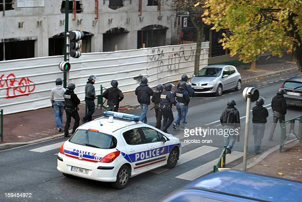 CONTENT] policemen during unrest in paris suburb