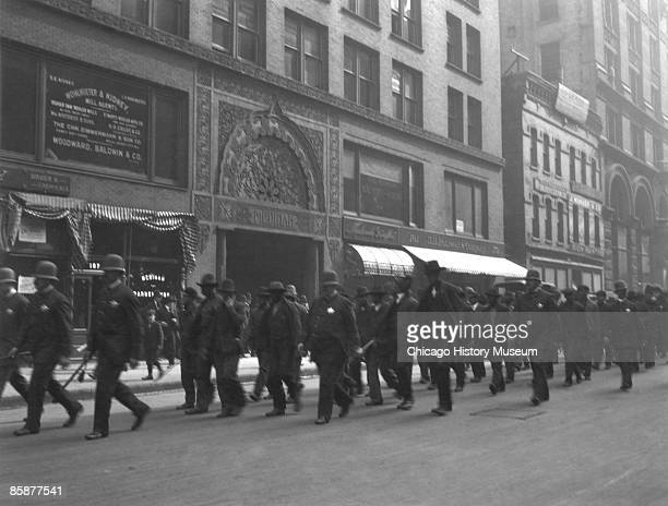Policemen escort replacement workers against a strike organized by the International Brotherhood of Teamsters at Montgomery Ward in Chicago 1905