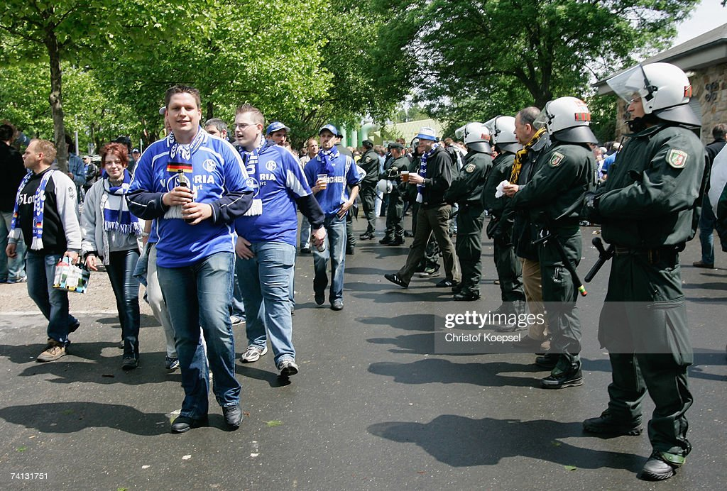 Bundesliga - Borussia Dortmund v Schalke 04 : News Photo