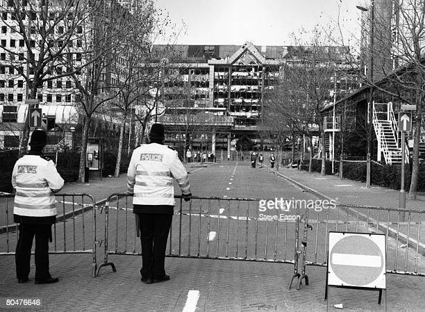 Policemen on duty at a cordonedoff street in Canary Wharf in London's Docklands following the explosion of the bomb during the IRA ceasefire 15th...