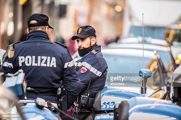 Polizisten auf der Via Monte Napoleone, Mailand