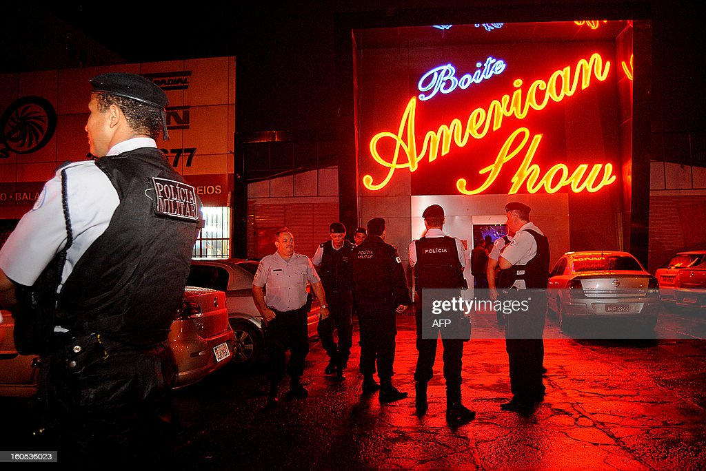 Policemen stand outside a nightclub during an inspection, in a suburb of Brasilia, on February 2, 2013. The Brazilian authorities ordered the inspection of many bars and nightclubs all over the country after the blaze in the Kiss Nightclub in Santa Maria, southern Brazil, that left more than 230 people dead. AFP PHOTO/ Pedro LADEIRA STR /pl/pa