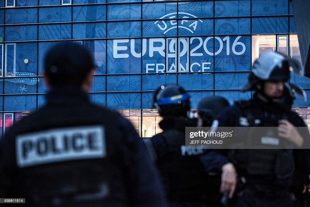 FRANCE-SECURITY-FBL-EURO-2016 : Nachrichtenfoto