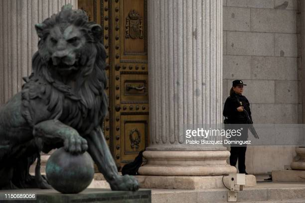 A policewoman stands guard outside the Spanish Parliament before the opening plenary session on May 21 2019 in Madrid Spain The Supreme Court allowed...